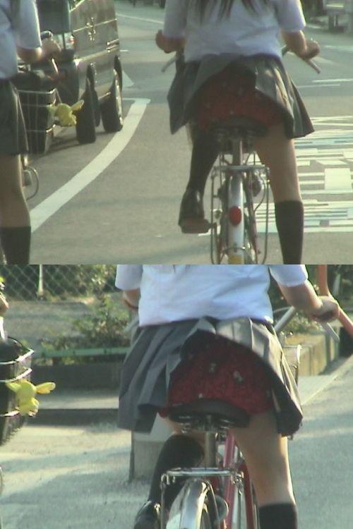 【画像】自転車通学中に強風でパンモロしちゃうミニスカJK達www 35枚 No.9