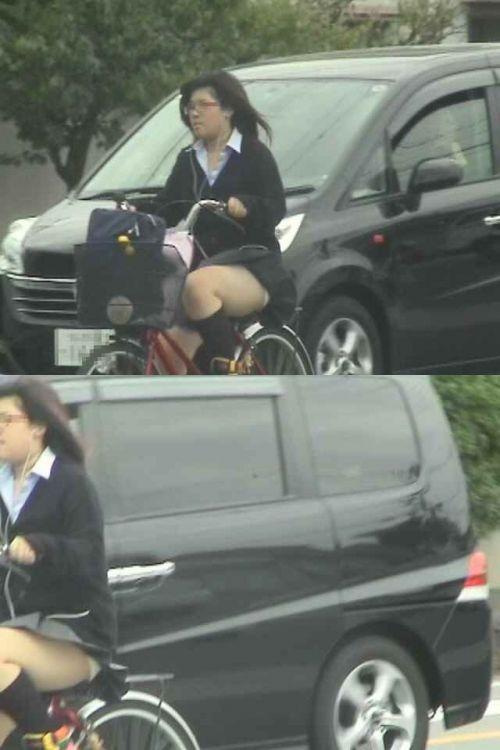 【画像】自転車通学中に強風でパンモロしちゃうミニスカJK達www 35枚 No.31