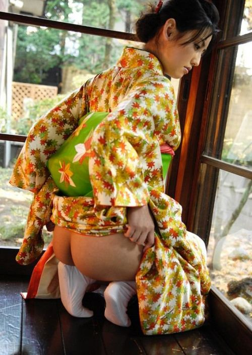 浴衣姿でお尻をポロンと出しちゃってるお姉さんのエロ画像 35枚 No.19