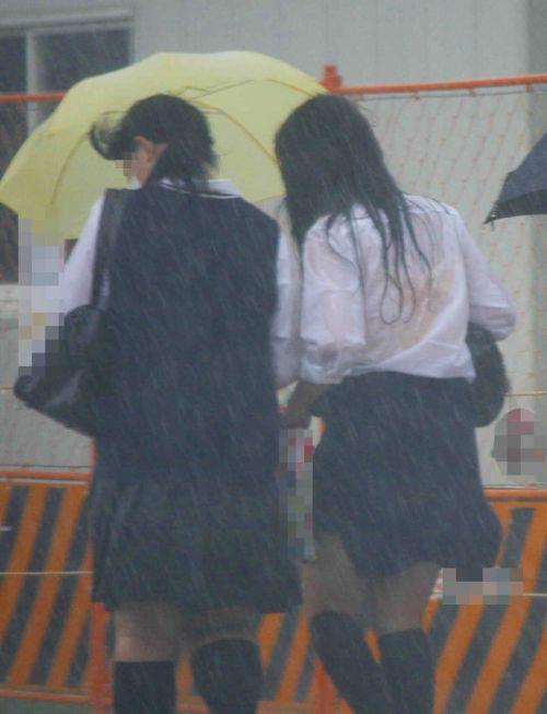 台風中継でずぶ濡れになっている素人JKがエロ過ぎなんだがwww 39枚 No.4