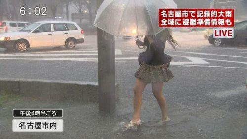 台風中継でずぶ濡れになっている素人JKがエロ過ぎなんだがwww 39枚 No.9