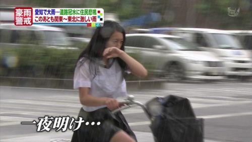台風中継でずぶ濡れになっている素人JKがエロ過ぎなんだがwww 39枚 No.16