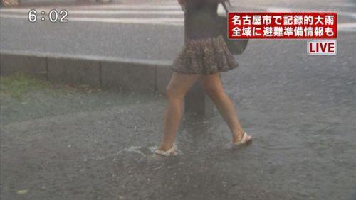 台風中継でずぶ濡れになっている素人JKがエロ過ぎなんだがwww 39枚 No.20