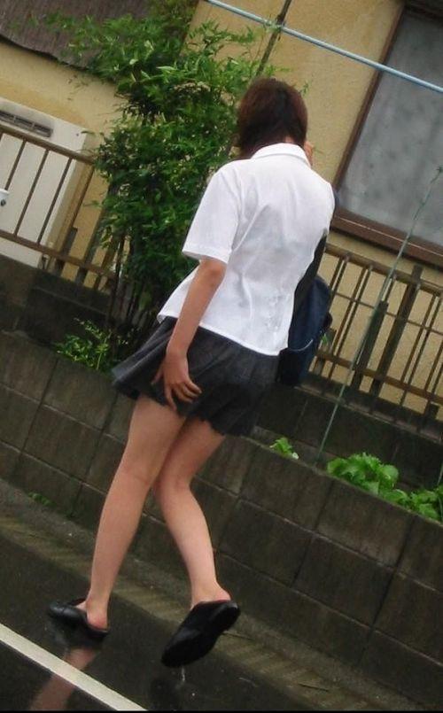台風中継でずぶ濡れになっている素人JKがエロ過ぎなんだがwww 39枚 No.22