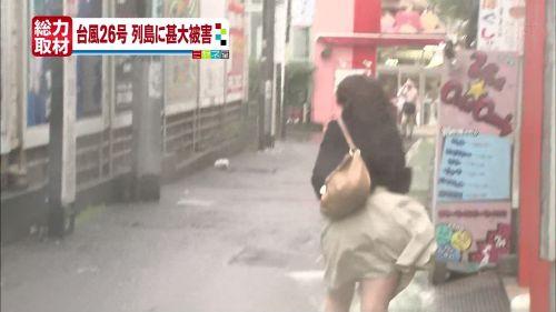 台風中継でずぶ濡れになっている素人JKがエロ過ぎなんだがwww 39枚 No.23