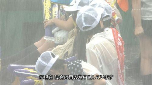 台風中継でずぶ濡れになっている素人JKがエロ過ぎなんだがwww 39枚 No.24