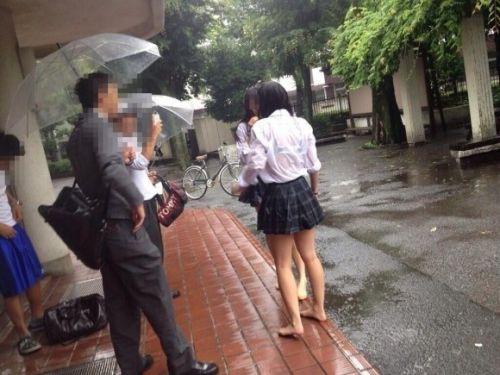 台風中継でずぶ濡れになっている素人JKがエロ過ぎなんだがwww 39枚 No.25