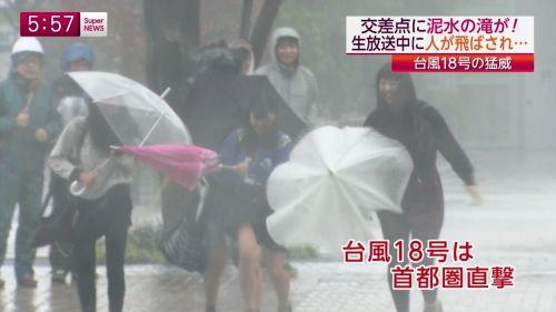台風中継でずぶ濡れになっている素人JKがエロ過ぎなんだがwww 39枚 No.27
