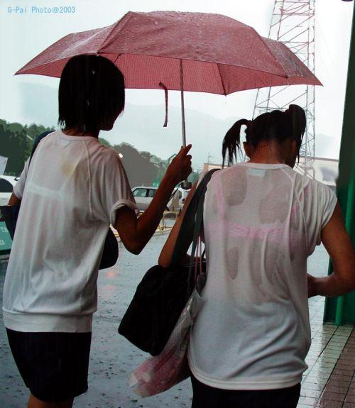 台風中継でずぶ濡れになっている素人JKがエロ過ぎなんだがwww 39枚 No.29