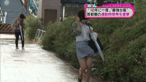 台風中継でずぶ濡れになっている素人JKがエロ過ぎなんだがwww 39枚 No.34