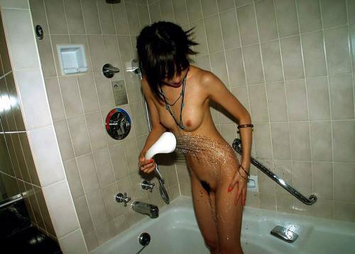 【画像】お風呂でシャワーに濡れて艷やかな女の色気がハンパネェwww 40枚 No.11