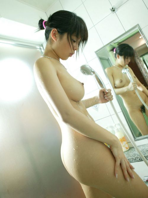 【画像】お風呂でシャワーに濡れて艷やかな女の色気がハンパネェwww 40枚 No.18
