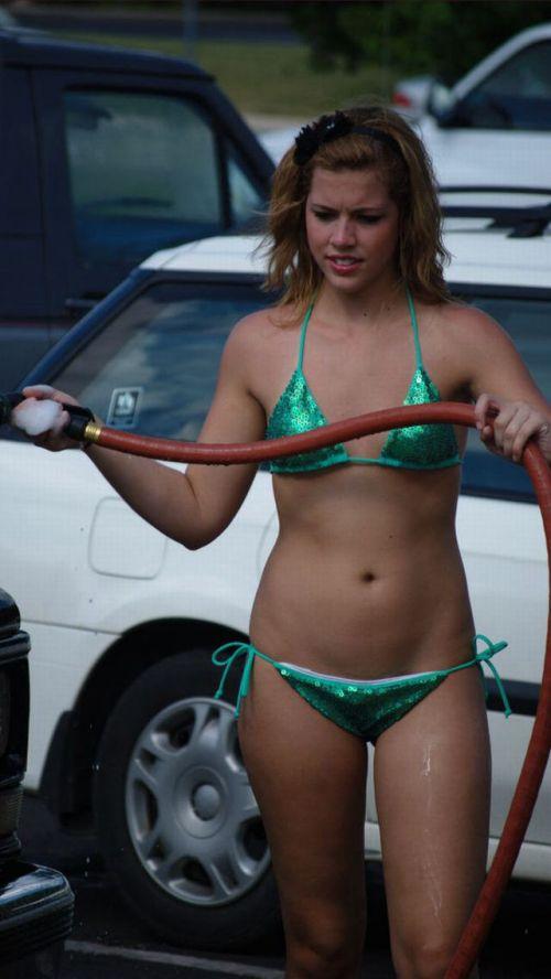 【画像】外国人が水着姿で洗車している姿がセクシー過ぎるwww 45枚 No.21