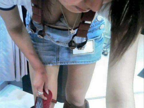 【胸チラ画像】巨乳なショップ店員さんの胸の谷間がエロ過ぎて即買いしちゃうわwww 37枚 No.10