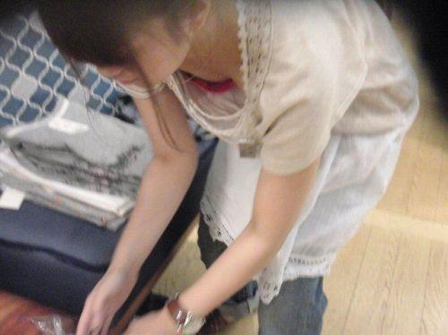【胸チラ画像】巨乳なショップ店員さんの胸の谷間がエロ過ぎて即買いしちゃうわwww 37枚 No.22