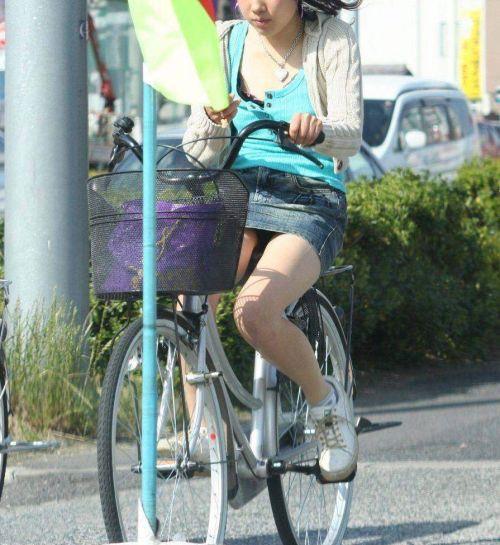 100%パンチラ!デニムミニスカで自転車に乗るギャルのエロ画像 37枚 No.5