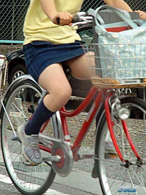 100%パンチラ!デニムミニスカで自転車に乗るギャルのエロ画像 37枚 No.6