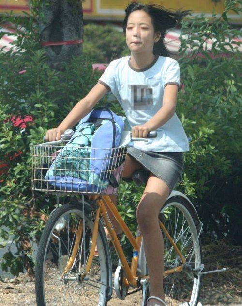100%パンチラ!デニムミニスカで自転車に乗るギャルのエロ画像 37枚 No.8