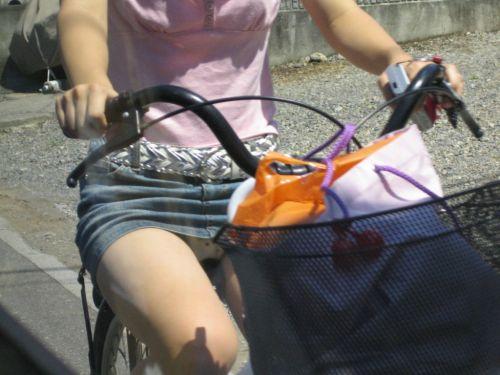 100%パンチラ!デニムミニスカで自転車に乗るギャルのエロ画像 37枚 No.11