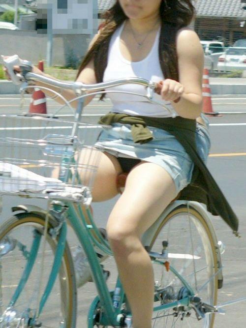 100%パンチラ!デニムミニスカで自転車に乗るギャルのエロ画像 37枚 No.13