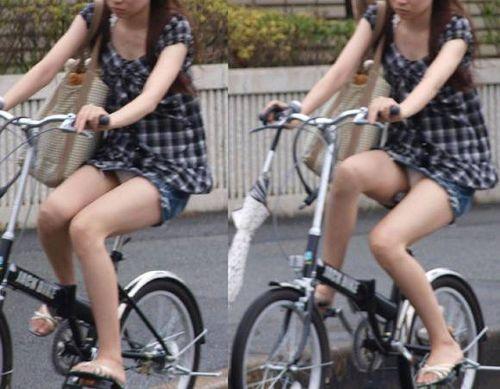 100%パンチラ!デニムミニスカで自転車に乗るギャルのエロ画像 37枚 No.17
