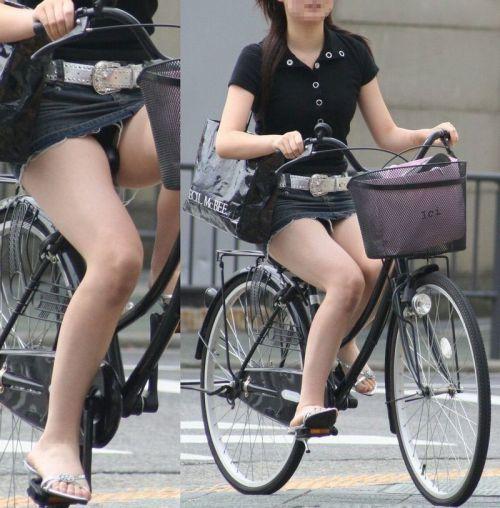 100%パンチラ!デニムミニスカで自転車に乗るギャルのエロ画像 37枚 No.18