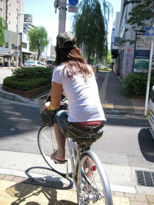 100%パンチラ!デニムミニスカで自転車に乗るギャルのエロ画像 37枚 No.21