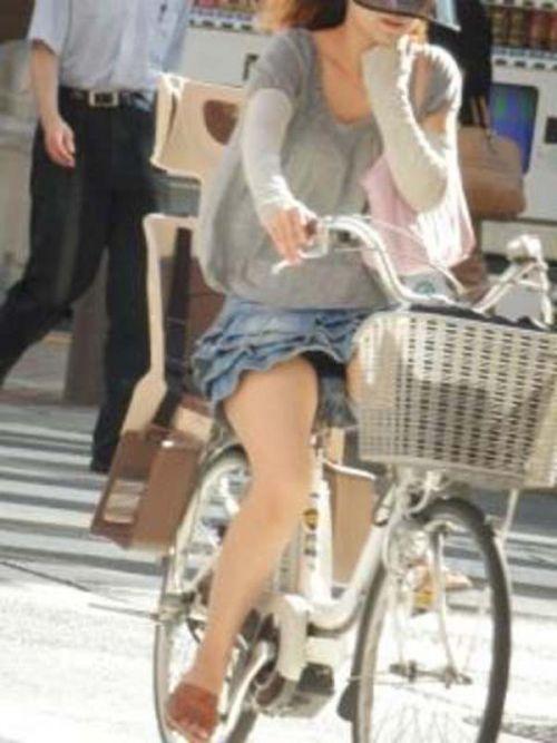 100%パンチラ!デニムミニスカで自転車に乗るギャルのエロ画像 37枚 No.23