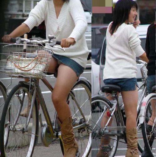 100%パンチラ!デニムミニスカで自転車に乗るギャルのエロ画像 37枚 No.26