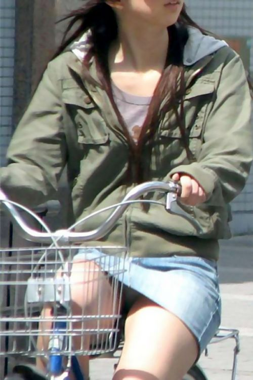 100%パンチラ!デニムミニスカで自転車に乗るギャルのエロ画像 37枚 No.27
