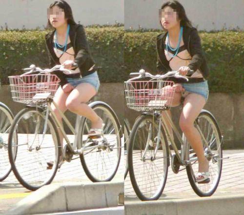 100%パンチラ!デニムミニスカで自転車に乗るギャルのエロ画像 37枚 No.29