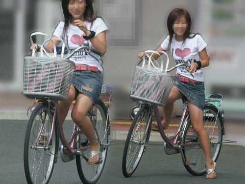 100%パンチラ!デニムミニスカで自転車に乗るギャルのエロ画像 37枚 No.30