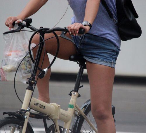 100%パンチラ!デニムミニスカで自転車に乗るギャルのエロ画像 37枚 No.33