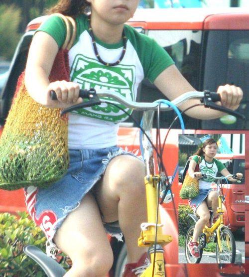 100%パンチラ!デニムミニスカで自転車に乗るギャルのエロ画像 37枚 No.35
