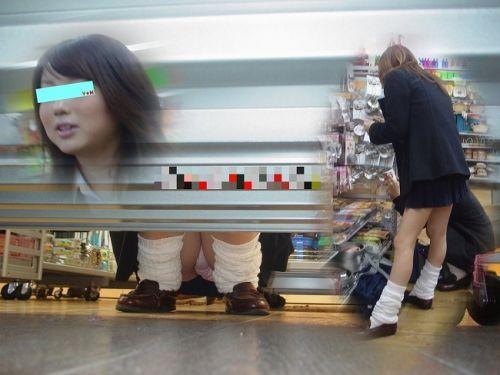 【画像】ビデオ店で制服を着たJKの棚下パンチラがエロ過ぎたwww 34枚 No.29