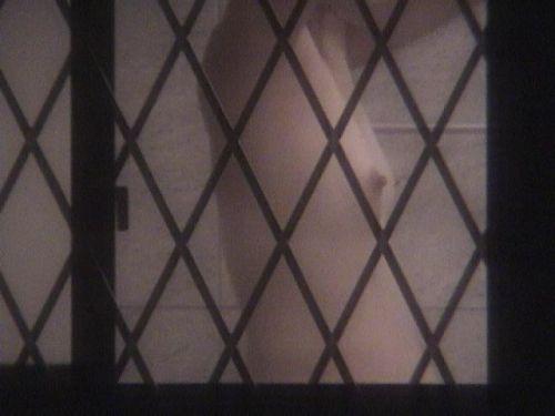 窓から見える全裸お姉さんのおっぱいに注目した盗撮エロ画像 31枚 No.18