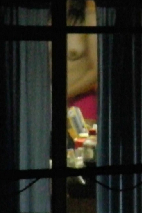 窓から見える全裸お姉さんのおっぱいに注目した盗撮エロ画像 31枚 No.19