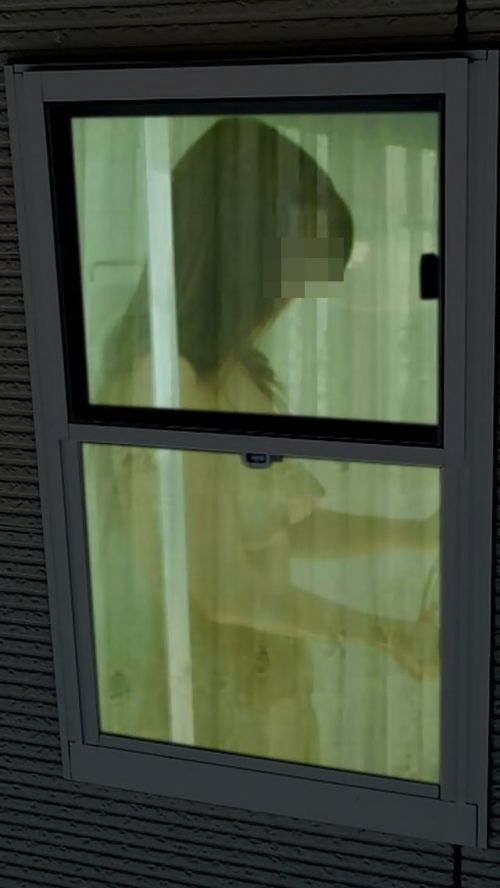 窓から見える全裸お姉さんのおっぱいに注目した盗撮エロ画像 31枚 No.22