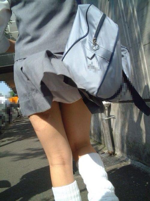 JKのスカートが舞い上がる神風パンチラが芸術的なエロ画像 36枚 No.13