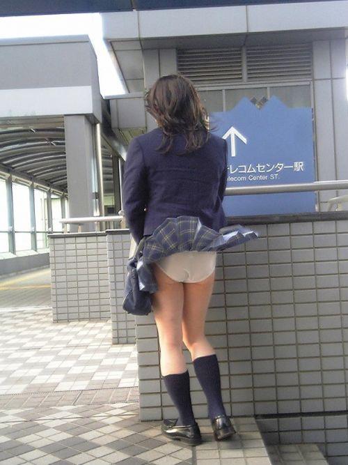 JKのスカートが舞い上がる神風パンチラが芸術的なエロ画像 36枚 No.26