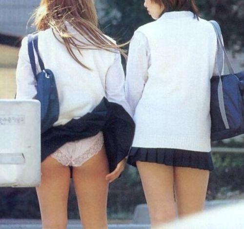 JKのスカートが舞い上がる神風パンチラが芸術的なエロ画像 36枚 No.33