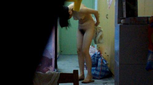家の洗面所・脱衣所で着替えてる巨乳お姉さんを盗撮したったwww 36枚 No.10