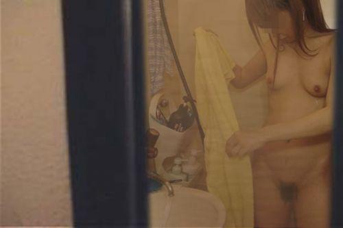 家の洗面所・脱衣所で着替えてる巨乳お姉さんを盗撮したったwww 36枚 No.26