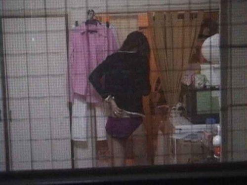 家の洗面所・脱衣所で着替えてる巨乳お姉さんを盗撮したったwww 36枚 No.27