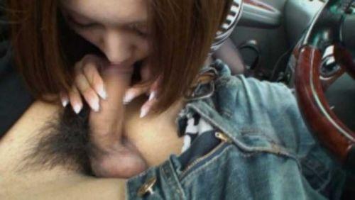 チンコ好きな彼女が家まで待てずに車内でフェラチオしちゃうエロ画像 38枚 No.37
