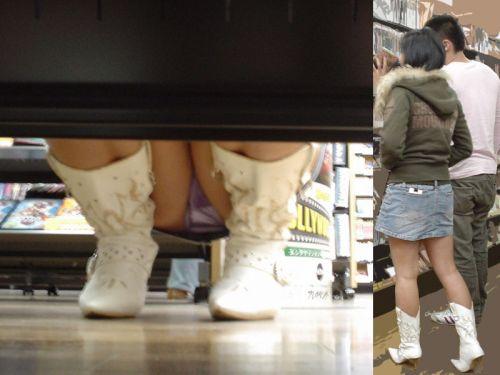 【ビデオ店盗撮画像】ミニスカ娘の棚下パンチラが股間むき出しwww 32枚 No.13