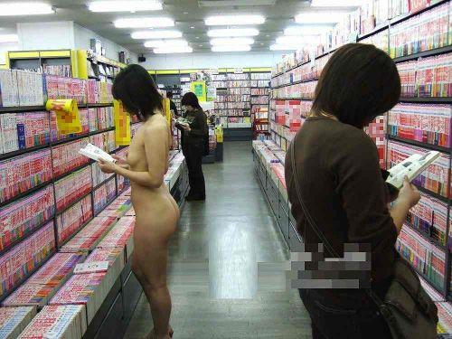 ショップ内や車内など屋内で全裸露出しちゃう女の子のエロ画像 36枚 No.4