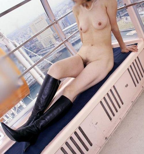 ショップ内や車内など屋内で全裸露出しちゃう女の子のエロ画像 36枚 No.11
