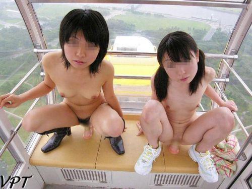 ショップ内や車内など屋内で全裸露出しちゃう女の子のエロ画像 36枚 No.13