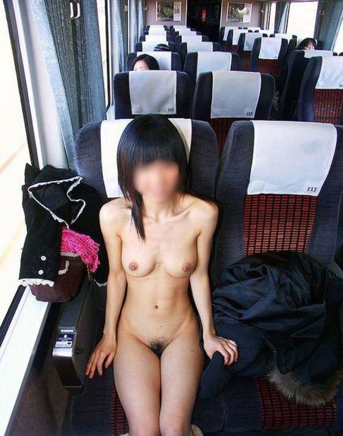 ショップ内や車内など屋内で全裸露出しちゃう女の子のエロ画像 36枚 No.16